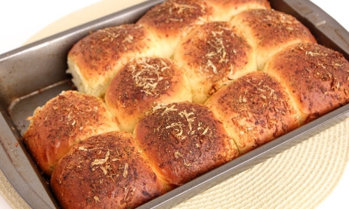 Cheesy Garlic Dinner Rolls