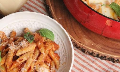 One Pot Chicken Parm Pasta Recipe Laura In The Kitchen
