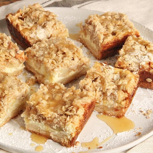 Caramel Cheesecake Apple Bars