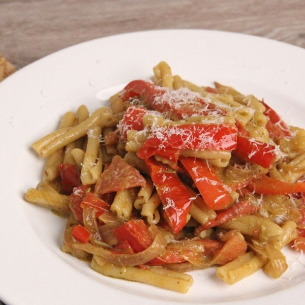 Peppers and Onion Pesto Pasta