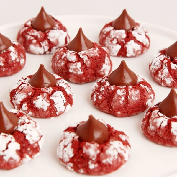 Red Velvet Crinkle Kisses